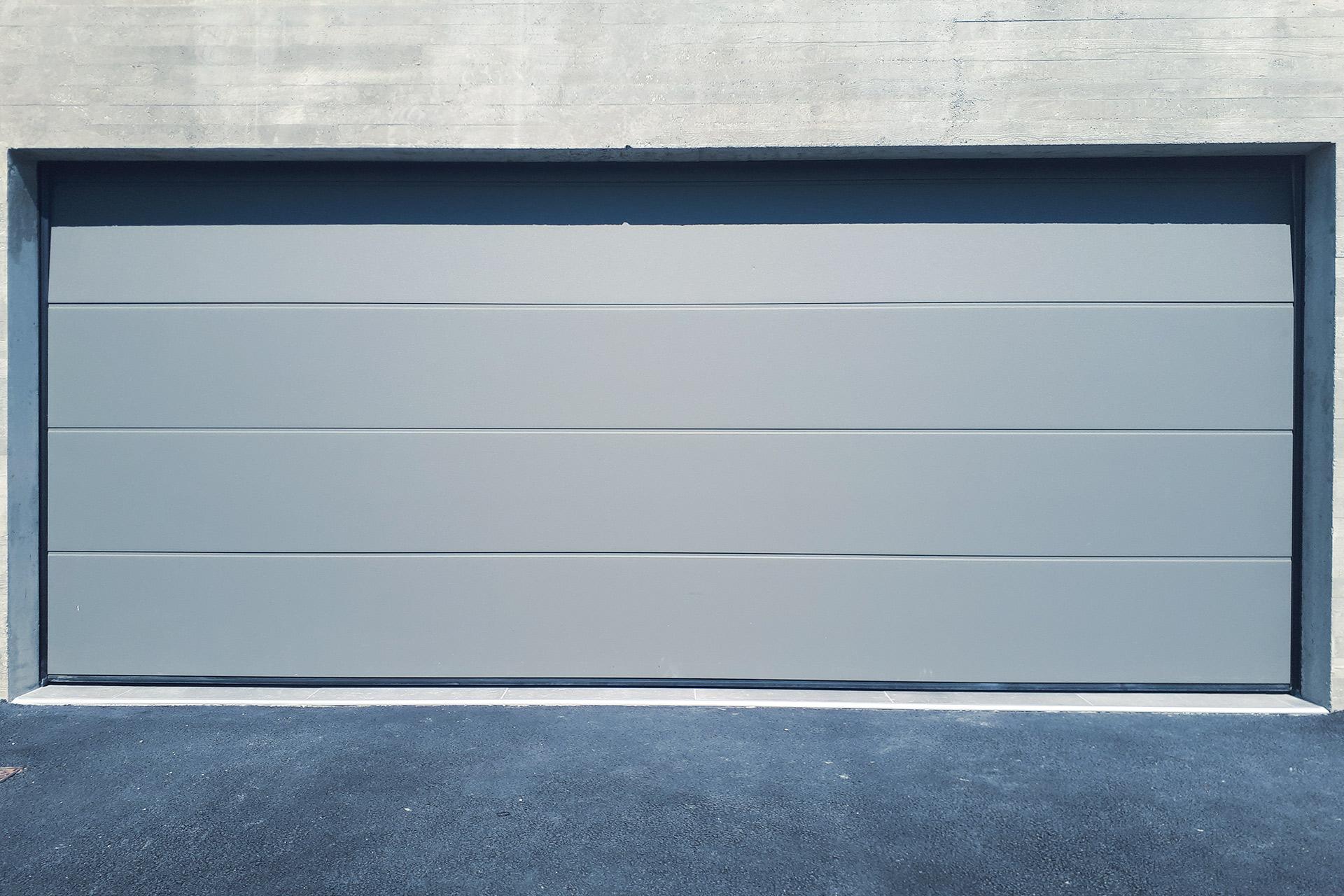 porte-de-garage-sectionnelle - vitrerie savoyarde